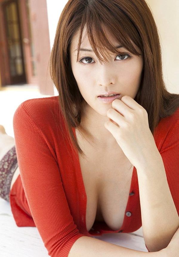 【葉加瀬マイ】ぷるぷる爆乳オッパイの丸見え画像
