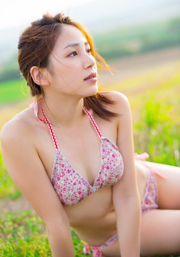 【吉川友】美乳おっぱいハミ乳丸見え画像