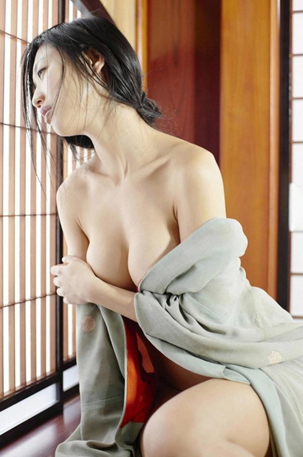 【壇蜜】巨乳おっぱいの成熟セミヌード画像