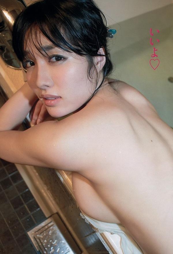 亜里沙×今野杏南】巨乳おっぱいの横乳セミヌード画像