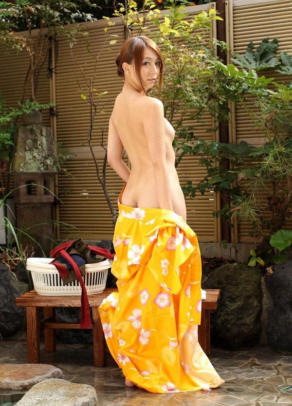 【背中フェチ】後ろから全裸な美乳おっぱい