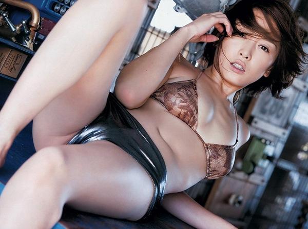【杏さゆり】美乳おっぱいのハミ乳画像