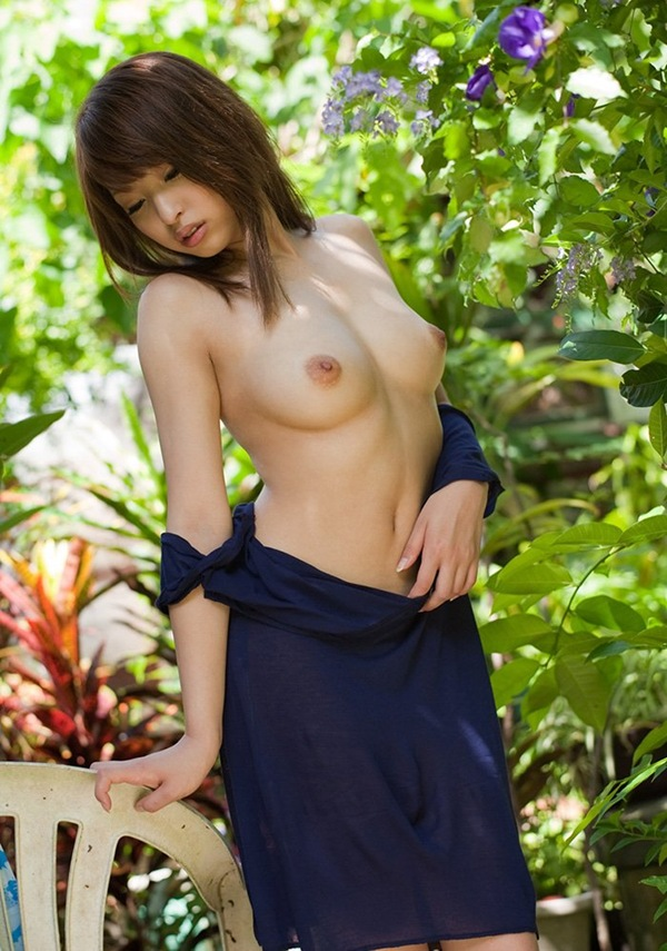 【秋山祥子】笑顔の全裸ヌードから美乳おっぱい