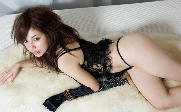 【横山美雪】全裸ヌードで美乳おっぱいと桃尻