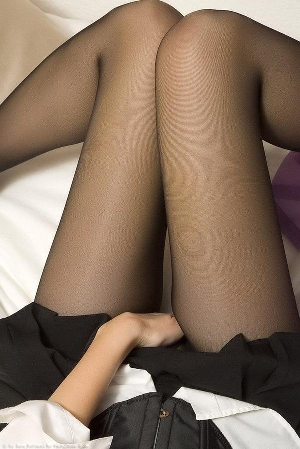 【黒パンストフェチ】お尻から下着のパンツ画像