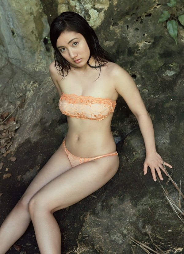 【紗綾】ビキニから巨乳おっぱいがハミ乳