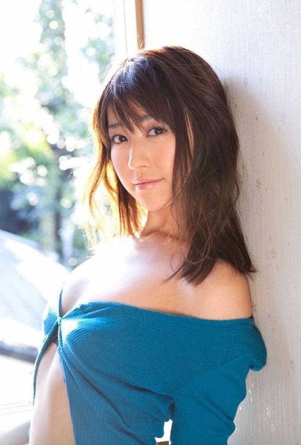 【黒田有彩】美乳おっぱい水着ハミ乳エロ画像動画