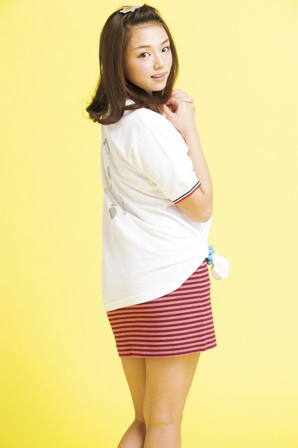 【篠崎愛】ぷるぷる巨乳おっぱいのハミ乳画像