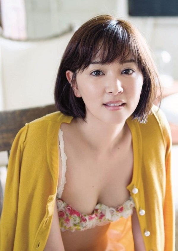 【石橋杏奈】美乳おっぱいがブラからハミ乳