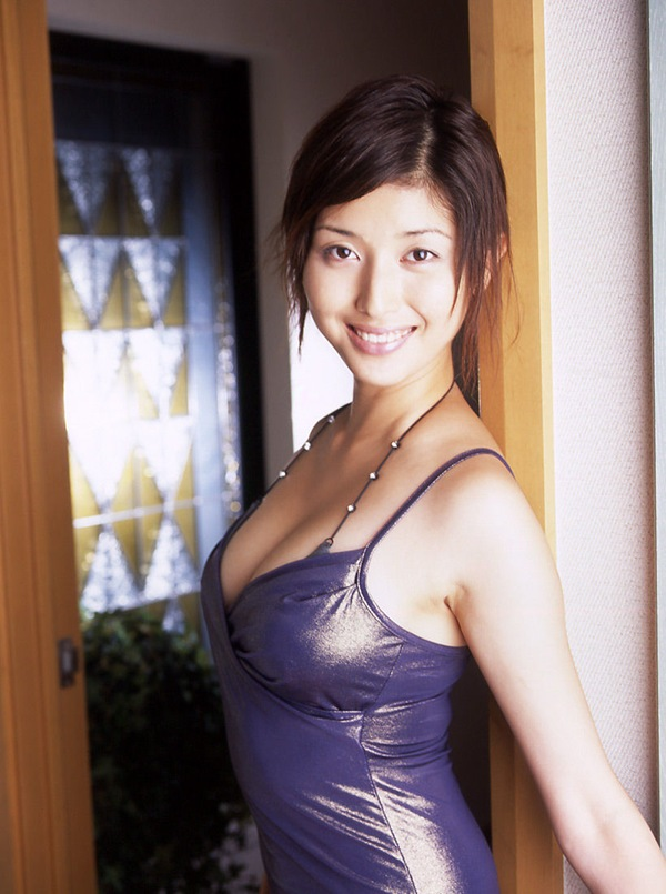 【橋本マナミ】巨乳おっぱいのセミヌード画像