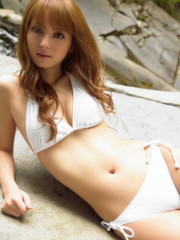 【佐々木希】美乳おっぱいがビキニからハミ乳