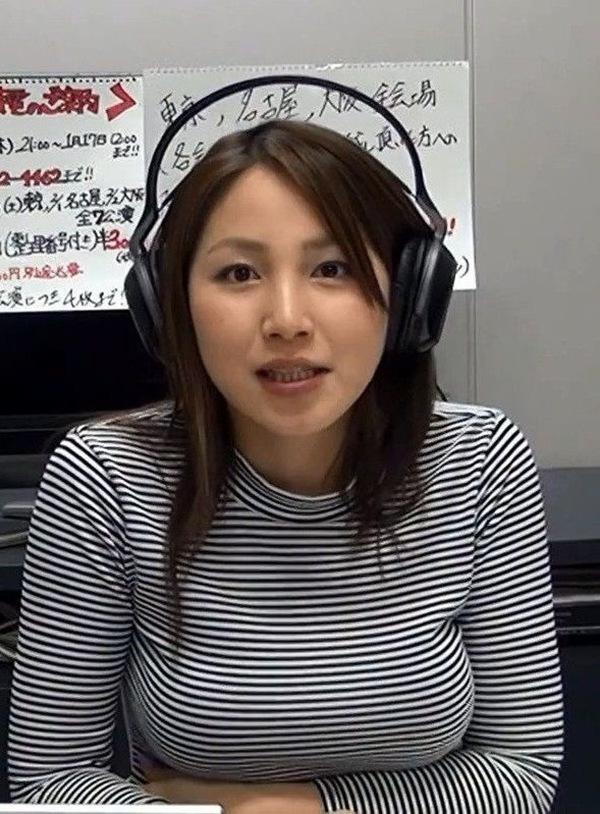 【吉川友】巨乳おっぱいのハミ乳画像