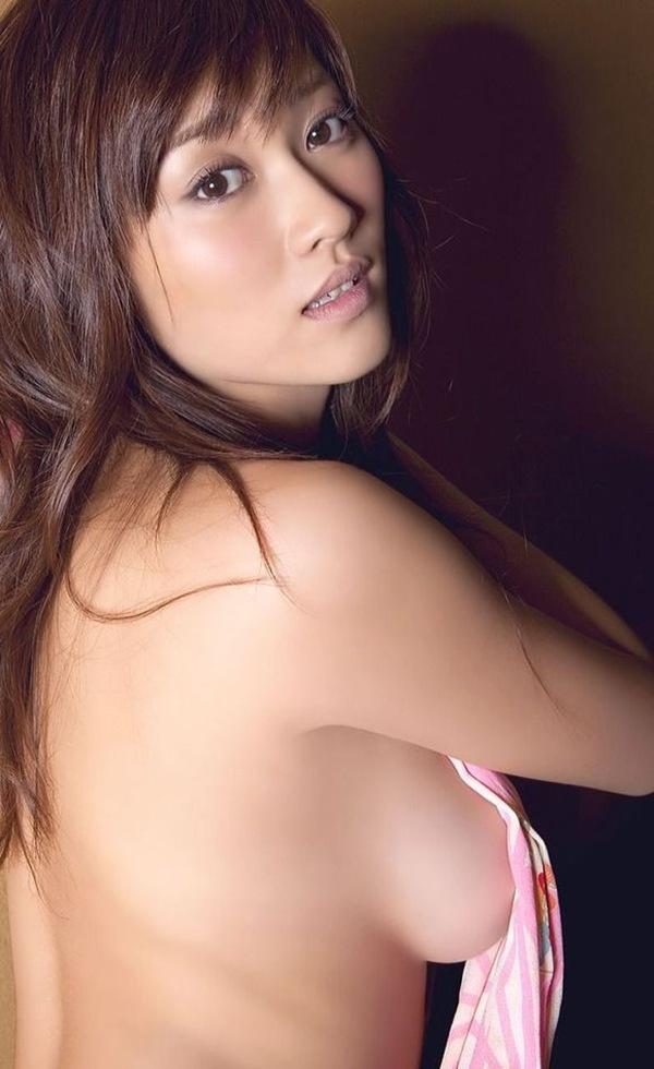 原幹恵】巨乳おっぱいのセミヌード横乳画像