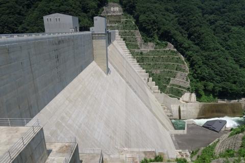 18湯西川のダム