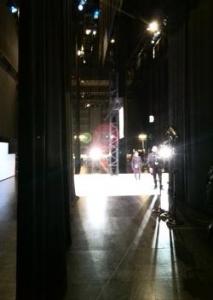 ヨコから舞台