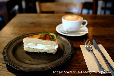 HANG cafe◇桃のキャラメルタルト