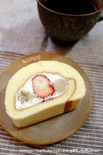 Happy Berry◇いちごと白あんの桜ロール