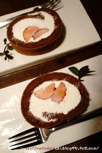 伊澤商店◇苺のロールケーキ