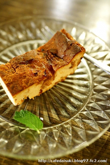 cafe くじらぐも◇ベークドチーズケーキ(紅玉りんご)