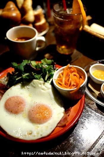 Ruheplatz Zopf◇ゆっくり朝食(半熟目玉焼きとベーコン)
