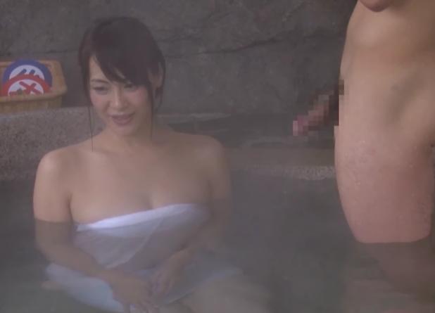 一般男女モニタリングAV 温泉街で別々に声を掛けた巨乳な奥様と体育会系(アスリート)男子大学生が初対面で混浴温泉に二人っきり!