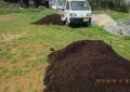 西瓜畑に堆肥