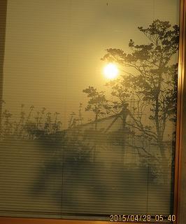 窓に映った絵