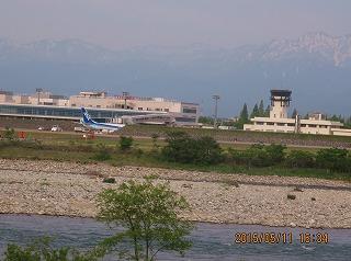 山・飛行機・