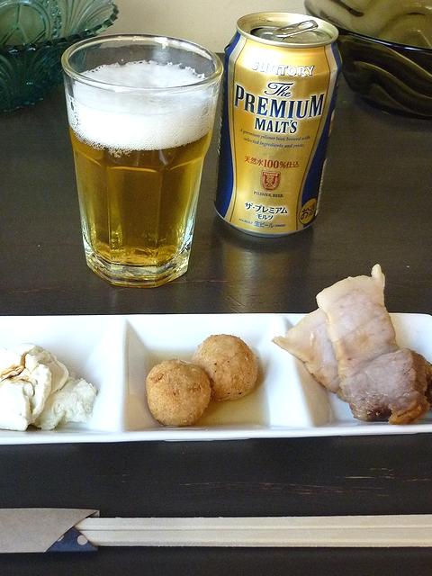 本日のアテと缶ビール