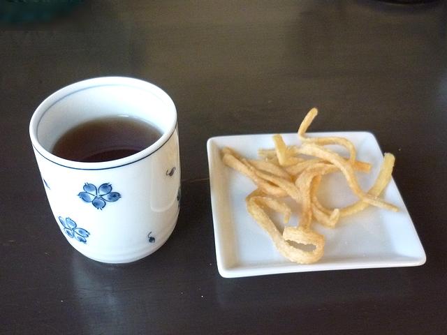 お茶と揚げうどん
