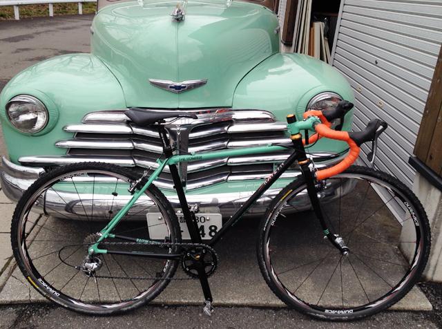 アメリカ車と自転車