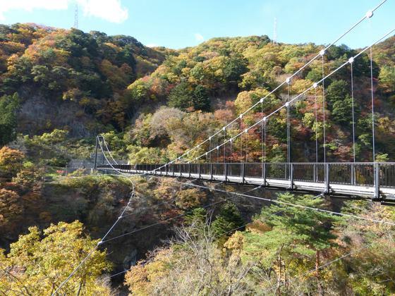 紅葉が美しい鬼怒楯岩大吊橋