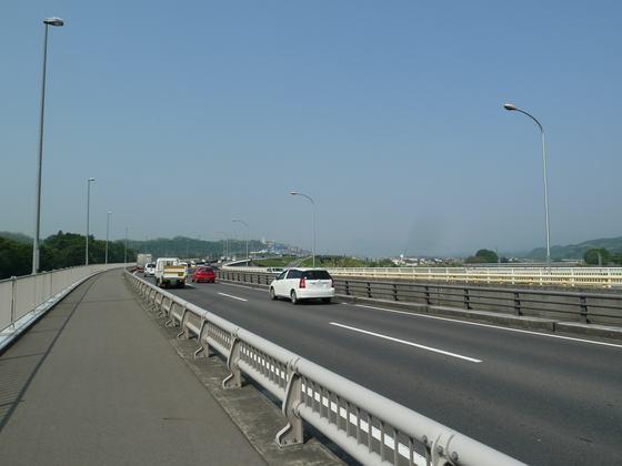 碓氷川とJR信越本線を超える国道18号線