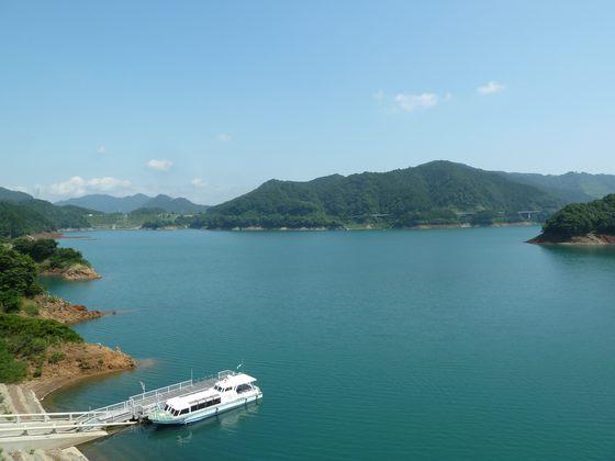 水の郷大つり橋から眺める宮ヶ瀬湖