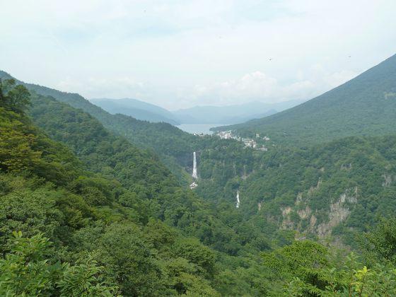 天空に浮かぶ中禅寺湖と華厳の滝