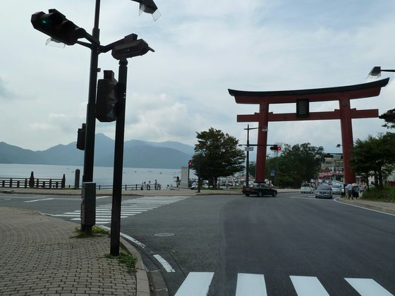 奥日光でも最も賑わいを見せる中禅寺湖畔のメインストリート
