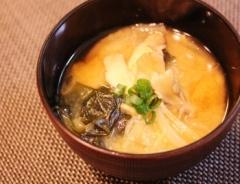 *舞茸と玉葱とわかめの味噌汁* (350x269)