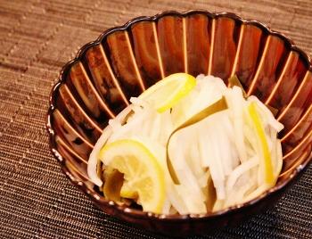 レモンの香りでさっぱり!即席大根漬け (350x268)