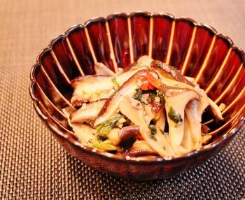 キノコたちのピリ辛炒め (350x286)
