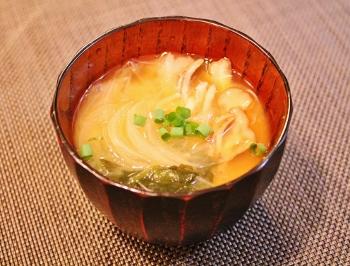 舞茸と玉葱の味噌汁 (350x266)