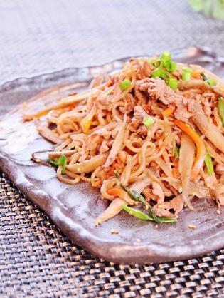 ☆簡単♪牛コマ肉と根菜糸コン甘辛煮☆ (315x418)