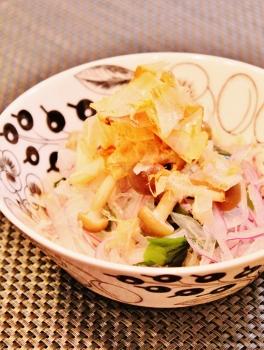 紫玉ねぎとわかめのサラダ♪ (264x350)