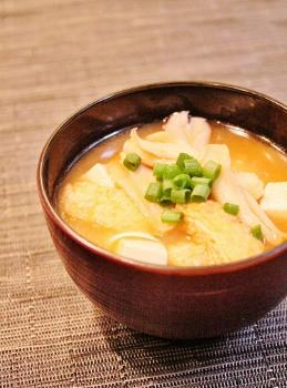 舞茸・豆腐・油揚げの味噌汁 (259x350)