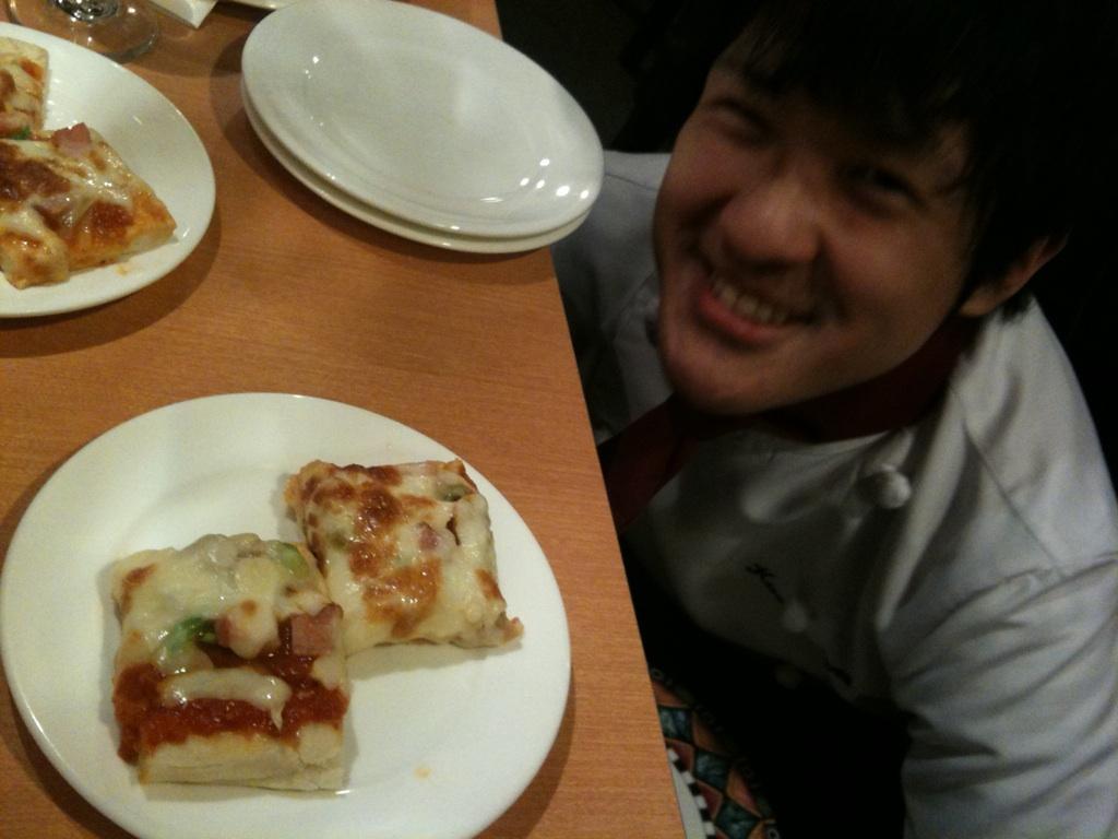 田村くん初ピザ