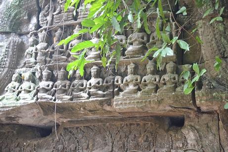 タプローム小さな仏像