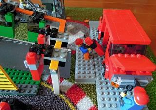 LEGO自動車工場10