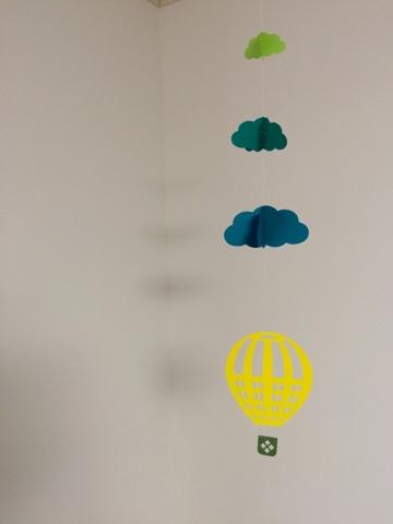 リビングダイニング模様替え 春 北欧インテリア ゆらゆらゆれる北欧風手作りモビール 気球と雲