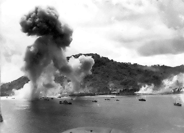 Navy_bombers_attack_Japanese_warships_during_raid_on_Truk_convert_20150518164818.jpg