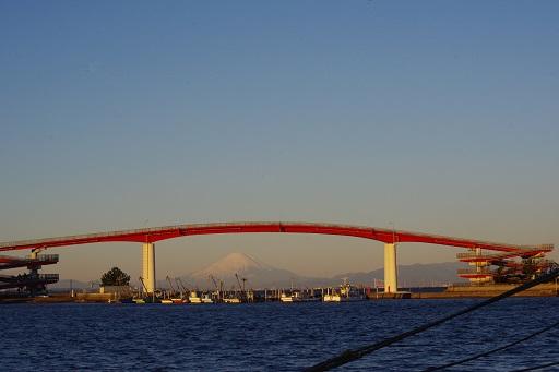 1-2赤い橋と富士山