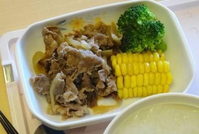 昼食 焼肉&トウモロコシもOK